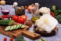 Свежие овощи и семена на кухне стоковое фото rf