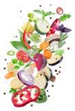 Свежие овощи летая на белой предпосылке Файл содержит clipp стоковая фотография rf