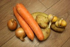Свежие овощи на деревянной предпосылке стоковое изображение