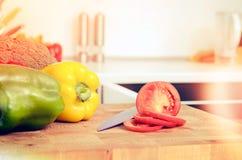 Свежие овощи на прерывая доске Стоковая Фотография RF
