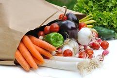 Свежие овощи на сумке Стоковое фото RF