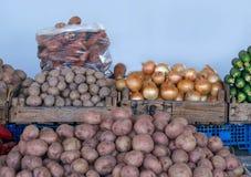 Свежие овощи на счетчике рынка Стоковая Фотография RF
