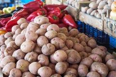 Свежие овощи на счетчике рынка Стоковые Изображения RF