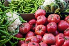 Свежие овощи на счетчике Стоковые Изображения