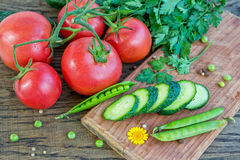 Свежие овощи на таблице Стоковые Фотографии RF