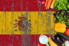 Свежие овощи от Испании на таблице Варить концепцию на деревянной предпосылке флага стоковая фотография
