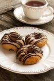Свежие домодельные Donuts и чай Стоковое Фото