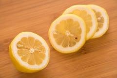 свежие ломтики лимона стоковое фото