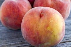 Свежие органические желтые персики и сальса персика Стоковое Изображение