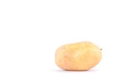 свежие органические клубни картошек на изолированной еде белой картошки предпосылки здоровой Vegetable Стоковое Изображение RF