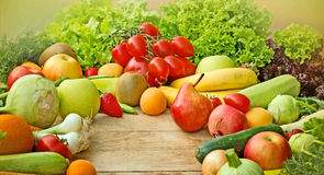Свежие органические фрукты и овощи Стоковое фото RF