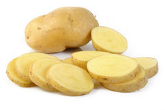 Свежие отрезанные картошки на белизне Стоковая Фотография RF