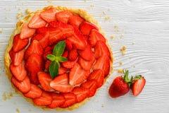 Свежие пирог или пирог клубники с белизной berrieson Стоковые Изображения