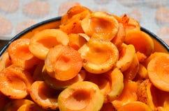 Свежие половины абрикоса, варить высушенных абрикосов Стоковые Фотографии RF
