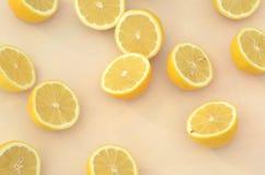 Свежие половины лимона отрезка осмотренные сверху Стоковое фото RF