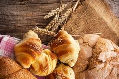 свежие продукты хлебопекарни стоковая фотография rf