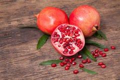 Свежие плодоовощ гранатового дерева и семена гранатового дерева Стоковое Фото