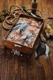 Свежие рыбы в владении корабля стоковые фотографии rf
