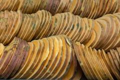 Свежие сладкие картофели отрезанные для дальше варить стоковые фото