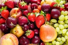 Свежие смешанные плодоовощи, предпосылка ягод еда здоровая Плодоовощ влюбленности, диета Стоковое фото RF