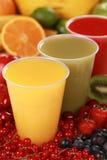Свежие соки в выпивая чашках Стоковые Изображения