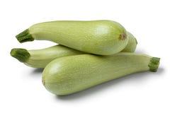 Свежие сырцовые зеленые courgettes Стоковые Изображения