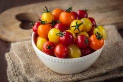 Свежие сырцовые томаты вишни Стоковые Изображения RF