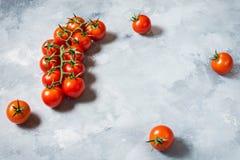 Свежие томаты вишни на каменной предпосылке Натуральные продукты Стоковые Изображения