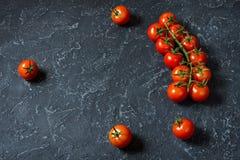 Свежие томаты вишни на каменной предпосылке Натуральные продукты Стоковые Фото