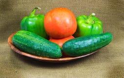 Свежие томаты, зеленые перцы и огурцы Стоковая Фотография RF