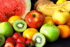 свежие фрукты ассортимента цветастые стоковое фото rf