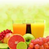 Свежие фрукты и 3 стекла Стоковое Изображение RF