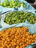 свежие фрукты корзин Стоковые Фотографии RF