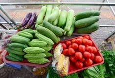 Свежие фрукты на рынке в Tien Giang, Вьетнаме стоковые изображения