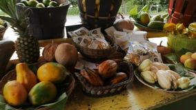 Свежие фрукты на стойке обочины на дороге к Гане, Мауи видеоматериал