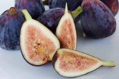 свежие фрукты смоквы предпосылки соединяют purpled семена белые Стоковое Фото