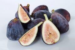 свежие фрукты смоквы предпосылки соединяют purpled семена белые стоковые изображения