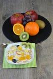Свежие фрукты с молоком и muesli Стоковое Изображение RF