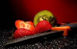 Свежие фрукты с waterdrops на их Стоковые Изображения RF