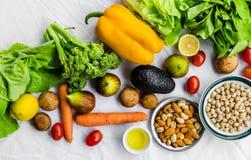 Свежие фрукт и овощ, зерна, и гайки на белой предпосылке стоковые фото