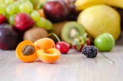Свежие цветастые плодоовощи Здоровое питание, концепция диеты стоковое изображение