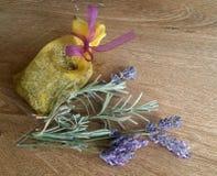 Свежие цветки лаванды на деревянной предпосылке Стоковая Фотография
