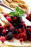 Свежие ягоды с блинчиками Стоковая Фотография RF