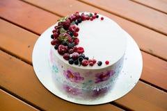 Свежие ягоды на кислом торте сверху Селективный фокус на пироге Стоковое Фото