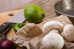 Свежие champignons с овощами Стоковая Фотография RF
