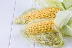 Свежие corns на белой предпосылке Стоковые Изображения RF