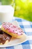 Свежие donuts и стекло молока Стоковое Изображение RF