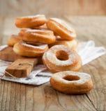 Свежие donuts с сахаром порошка Стоковые Фото