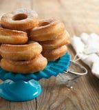 Свежие donuts с сахаром порошка. Стоковые Изображения RF