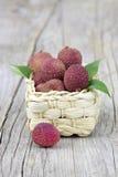 Свежие lychees в корзине Стоковые Фотографии RF